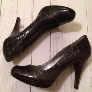 Marc Fisher chocolate croco embossed heels size 8